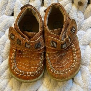 Livie and Luca brown Velcro shoes toddler 5 GUC